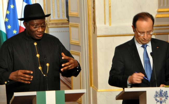 PRESIDENT GOODLUCK JONATHAN (L) WITH THE FRENCH PRESIDENT, MR FRANCOIS HOLLANDE, ADDRESSING NEWSMEN SHORTLY AFTER A BILATERAL MEETING AT THE ELYSEES PALACE IN PARIS