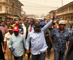 Gov. Okezie Ikpeazu of Abia state acknowledging greetings from the appreciative crowd during an inspection tour of some on-going road projects in Aba. with him on the immediate right is  Hon. Eziuche Ubani state commissioner for works and Hon. Gab Igboko commissioner for environment among other government functionaries. Photo Ibeabuchi Abarikwu*