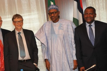 L-R President/CE, Dangote Industries Limited, Mr Aliko Dangote; Co-Chair, Bill and Melinda Gates Foundation,Mr. Bill Gates and His Excellency, President of the Federal Republic of Nigeria, Muhammadu Buhari at the signing of Updated Abuja Commitments on Polio Eradication and Routine Immunization. Both Foundations will be signing a $100m partnership agreement otowards ending undernutrition in Nigeria.