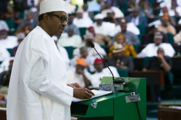 President-Buhari-presents-the-2016-Budget-to-a-joint-session-of-the-National-Assembly-at-the-National-Assembly-Three-Arms-Zone-in-Abuja-on-22nd-Dec-2015-800x600