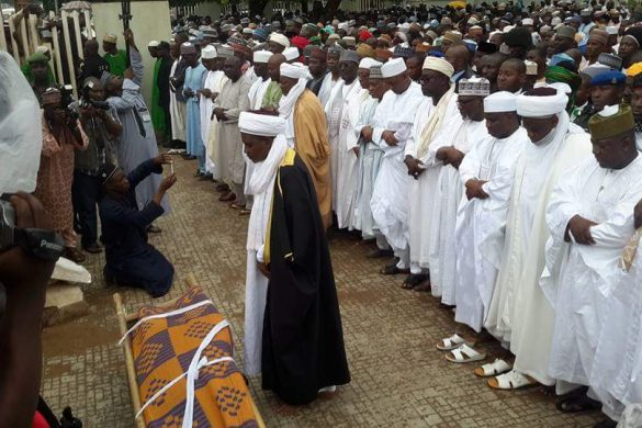 Chief Imam of Sultan Bello Mosque, Liman Malami Akwara leading the Janaza prayers for late Umaru Shinkafi