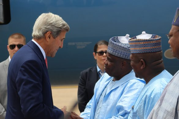 US Secretary of State, John Kerry, exchanging pleasantries with Sokoto State Governor, Aminu Waziri Tambuwal and his Zamfara State counterpart, Abdulazizi Yari, when the envoy arrived Sokoto for a one day visit. 23/08/16