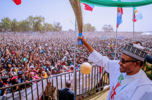 Buhari Escape Stoning At APC Presidential Campaign Rally In Ogun